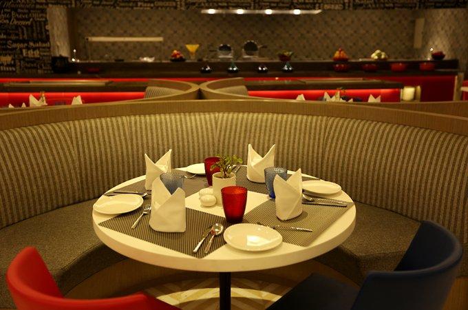 Fine-Dinng-Lucknow-Cafe-Quane-Ramada-Lucknow