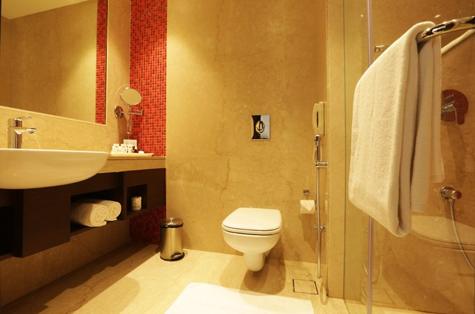 Luxury-Bathroom-Amenities-Ramada-Lucknow