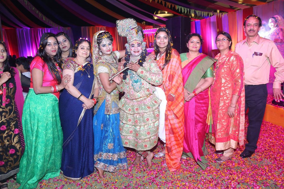 Gallery-The-Replay-Holi-with-Flowers-Holi-2017-Event-18-March-2017-1