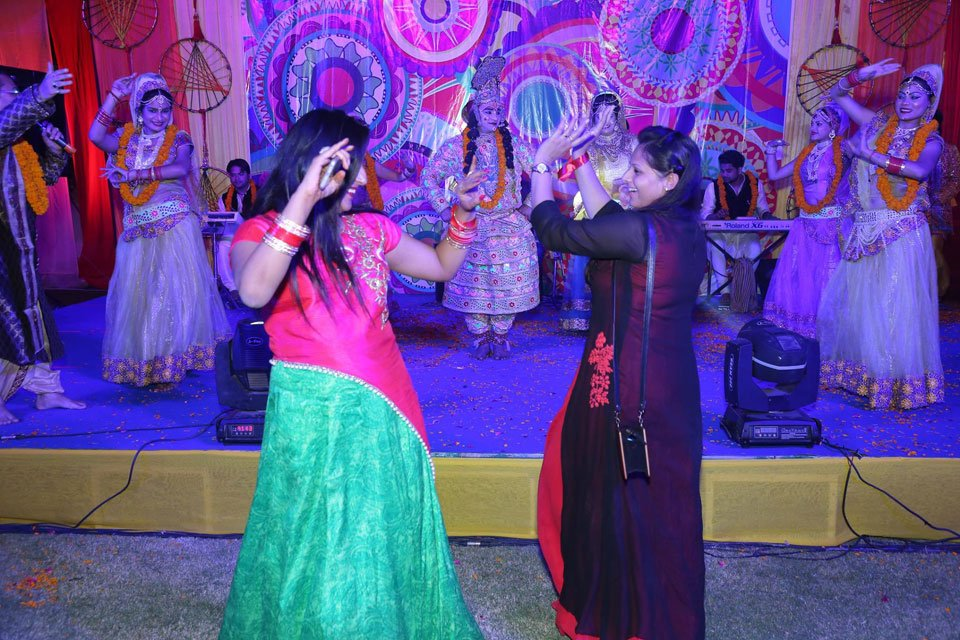 Gallery-The-Replay-Holi-with-Flowers-Holi-2017-Event-18-March-2017-6